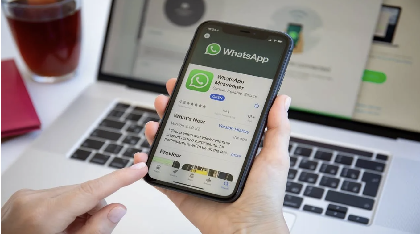 WhatsApp is testing a new feature! 1