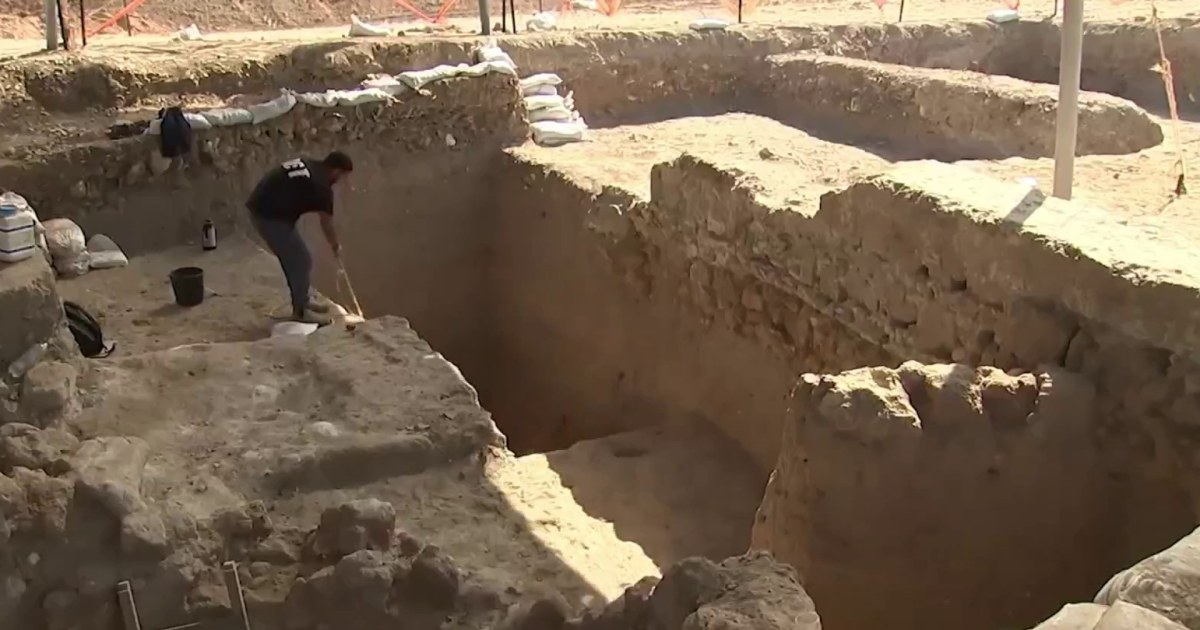 Archaeologists unearth huge, ancient winery in central Israel