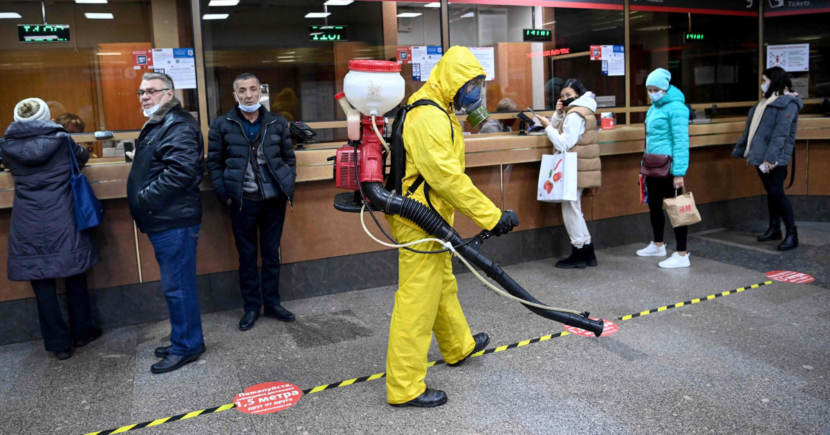Putin tells workers to stay home for a week amid record Covid deaths