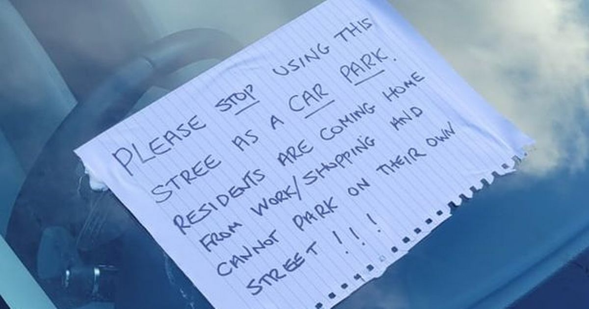 Sisters in matching Range Rovers targeted by notes 'glued on windscreens'