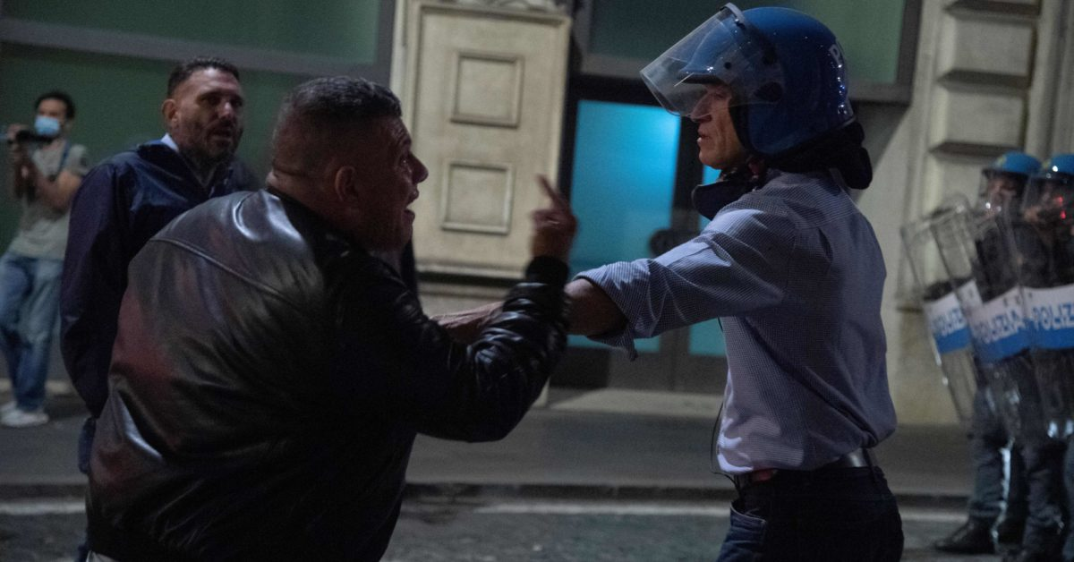 Violent protests in Rome lead to call to ban neo-fascist groups