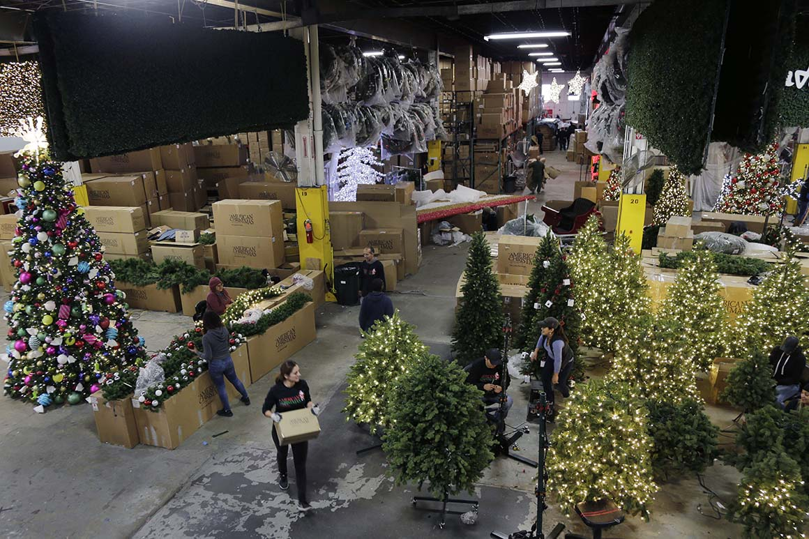 White House scrambles to address looming Christmas crisis