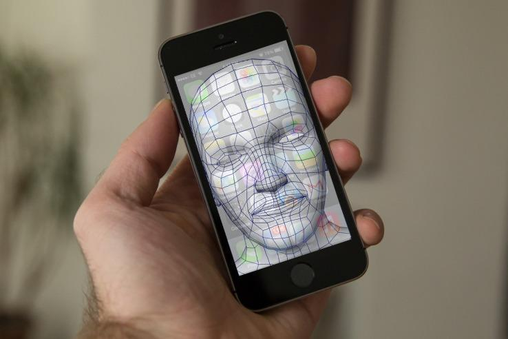iPhone8 facial recognition feature