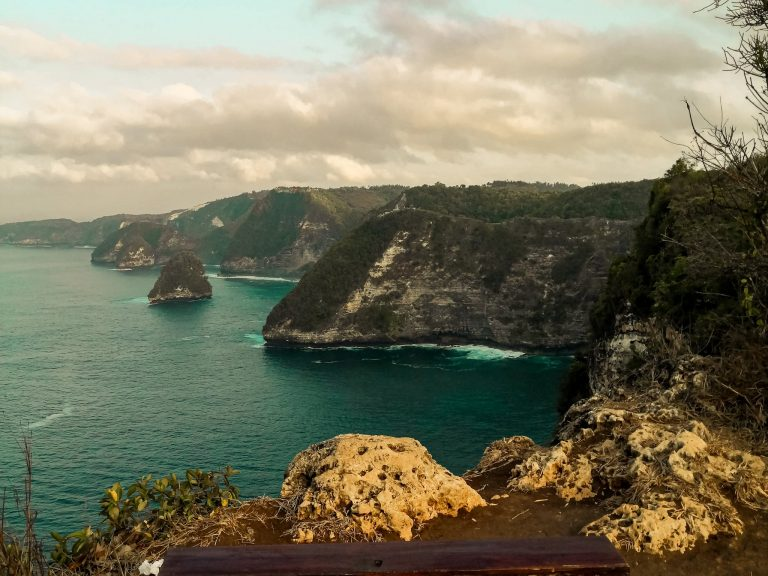 Read more about the article Banah Cliff Point in Nusa Penida West Coast