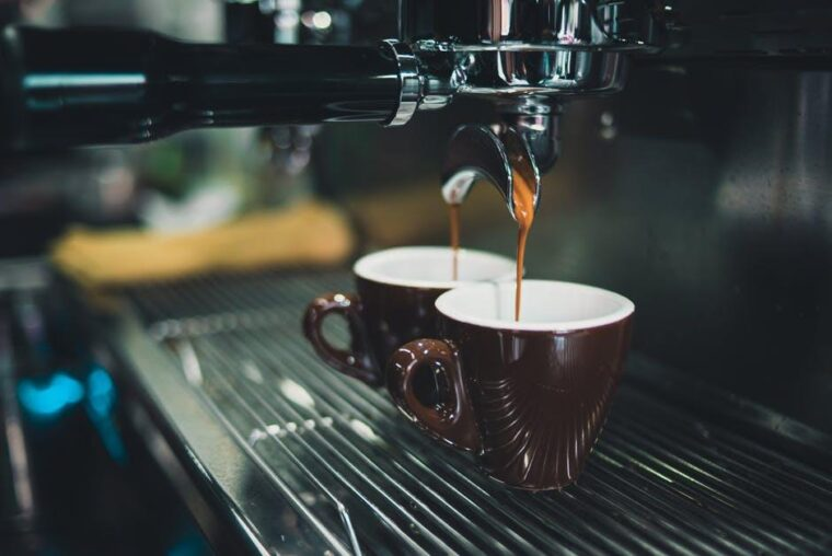 15 Best Coffee Makers for Making Hot Coffee 2021 (Up to 205 Fahrenheit) 2
