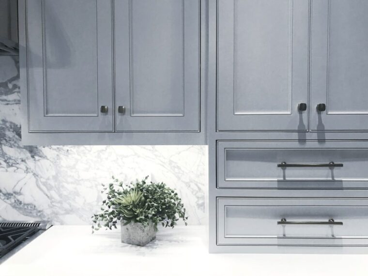 How Much Does It Cost To Put New Doors On Kitchen Cabinets? 6