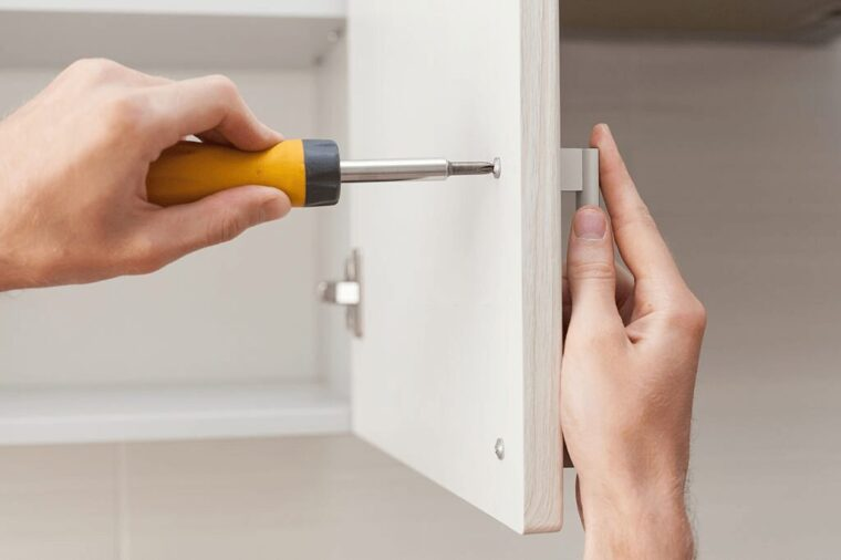 How Much Does It Cost To Put New Doors On Kitchen Cabinets? 9