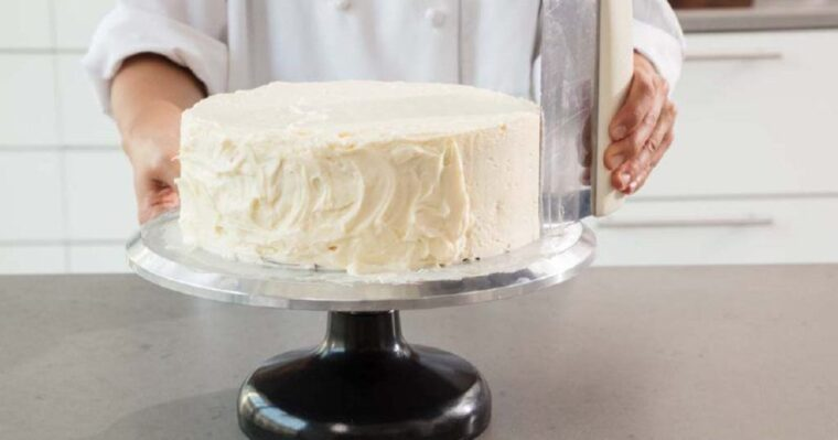 Best Bench Scraper For Icing Cake 1