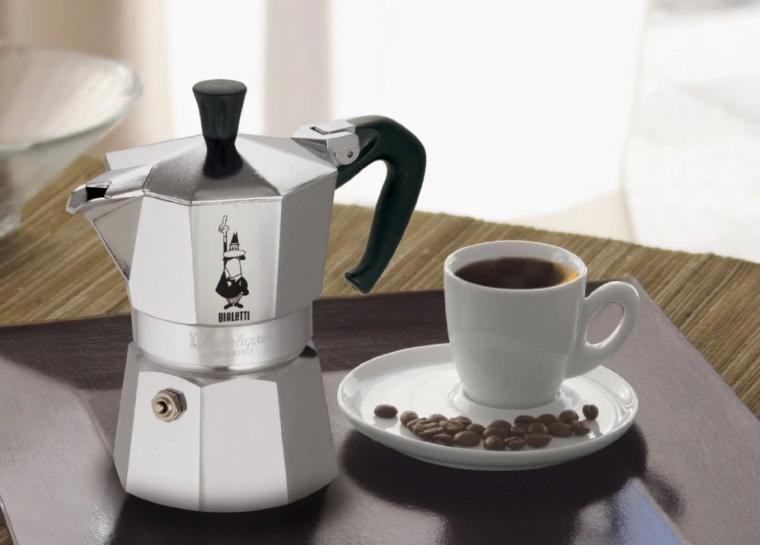 4 Best Portable Coffee Makers For Travelers in 2021 3