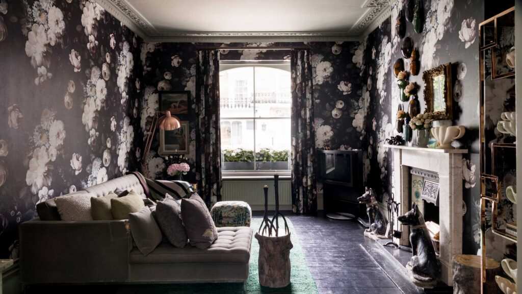 6 Ways To Decorate Your Room With Floral Wallpapers - 2021 Guide 2