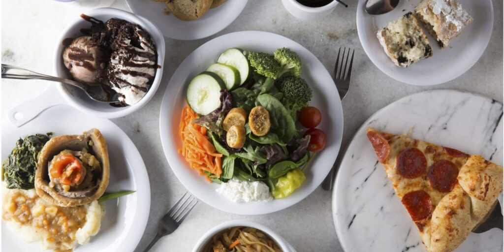 What to Know about Dining Services & Food Options at Assisted Living Facilities 1