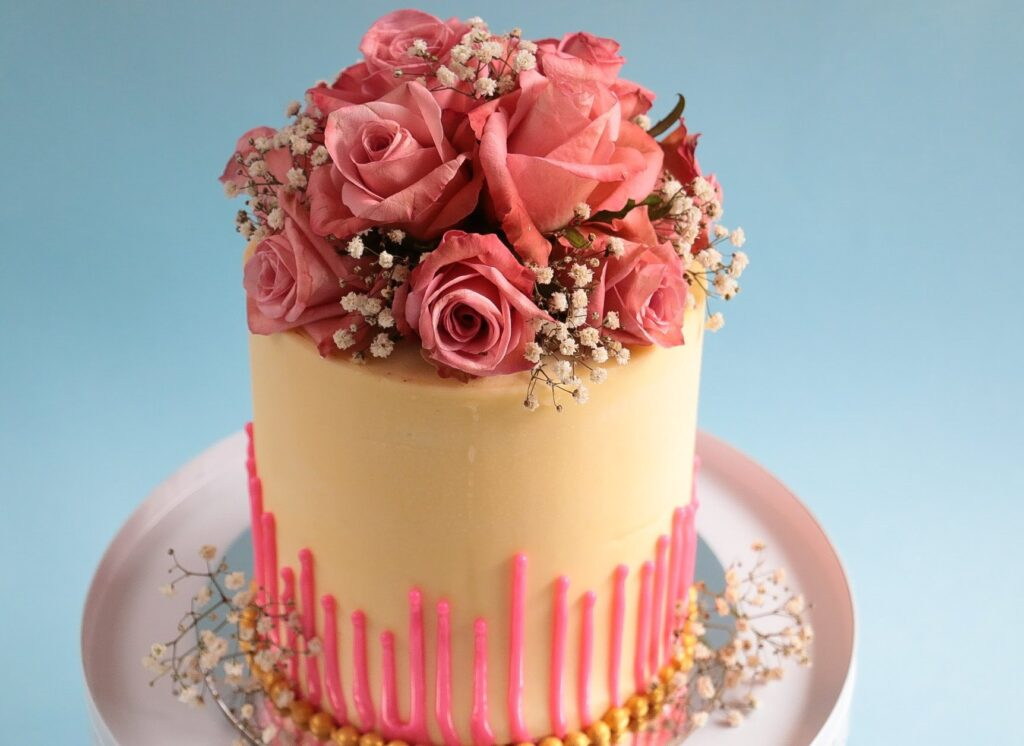 How to Decorate a Cake with Edible Flowers - 2021 Guide 5