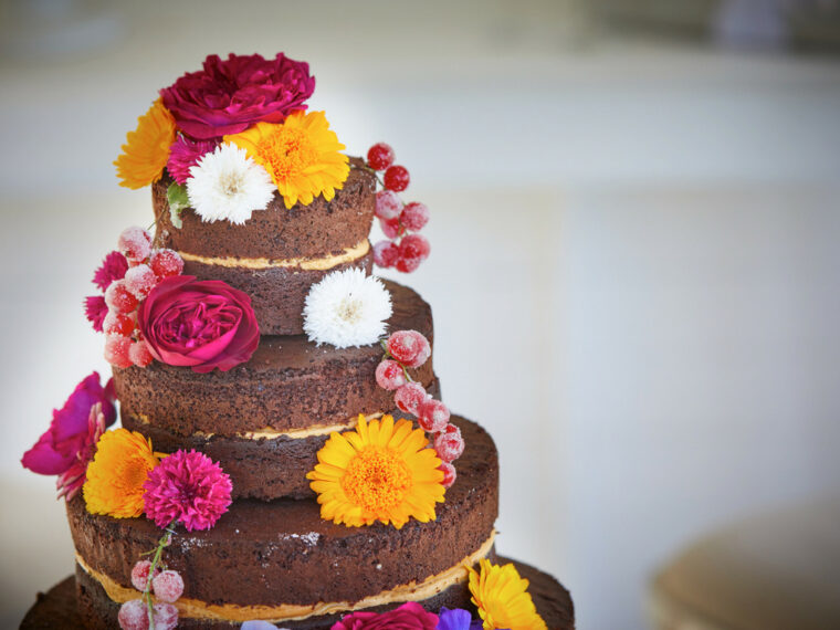 How to Decorate a Cake with Edible Flowers - 2021 Guide 1
