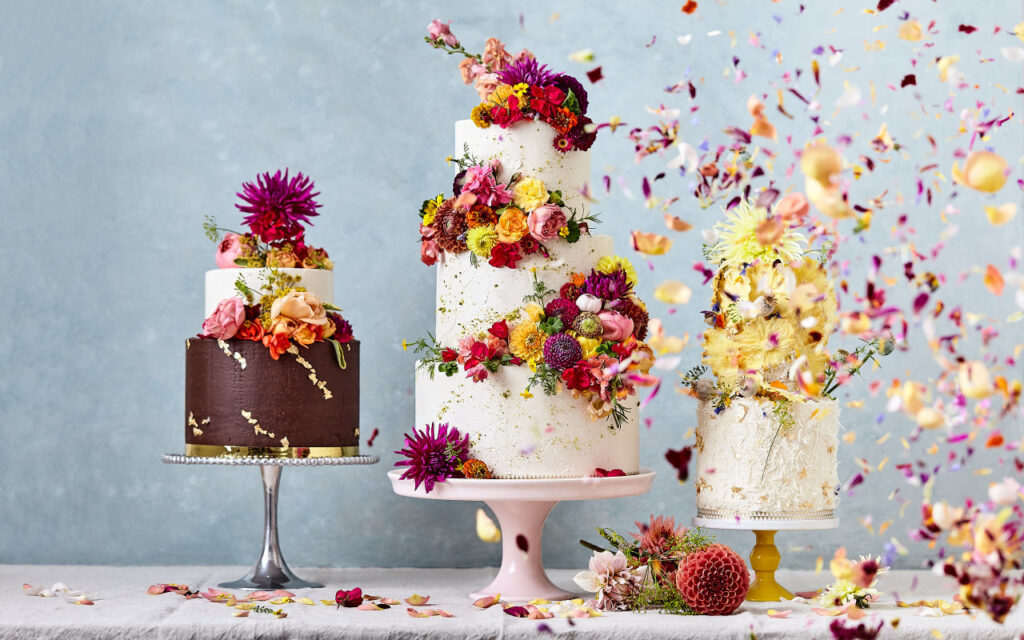 How to Decorate a Cake with Edible Flowers - 2021 Guide 3