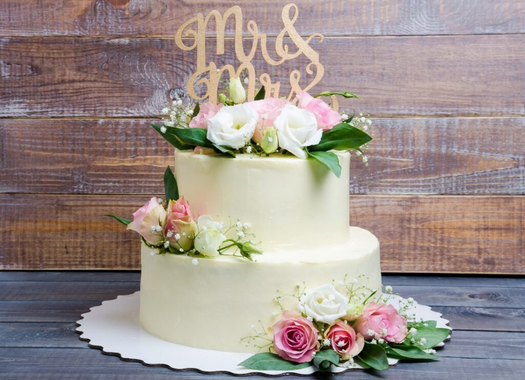 How to Decorate a Cake with Edible Flowers - 2021 Guide 2