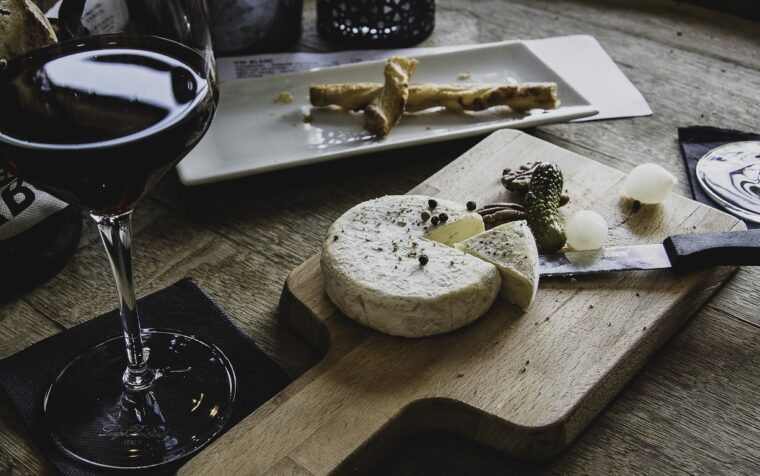 Creative Tips to Decorate Christmas Hampers With Wine and Cheese 4