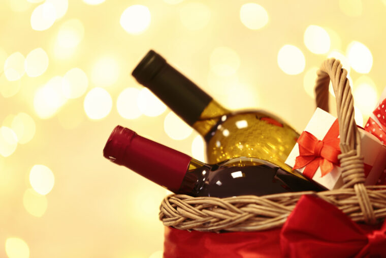 Creative Tips to Decorate Christmas Hampers With Wine and Cheese 1