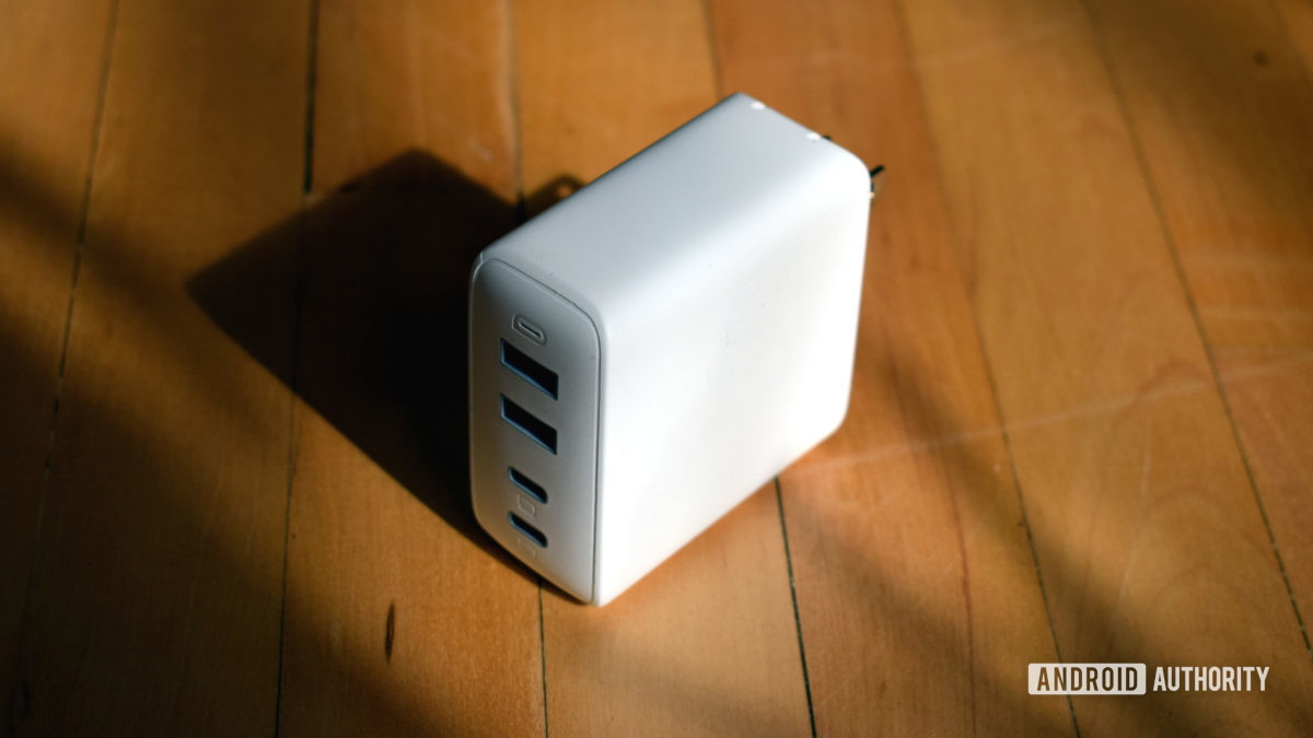 Aukey Omnia 100W 4 port PD Wall Charger profile