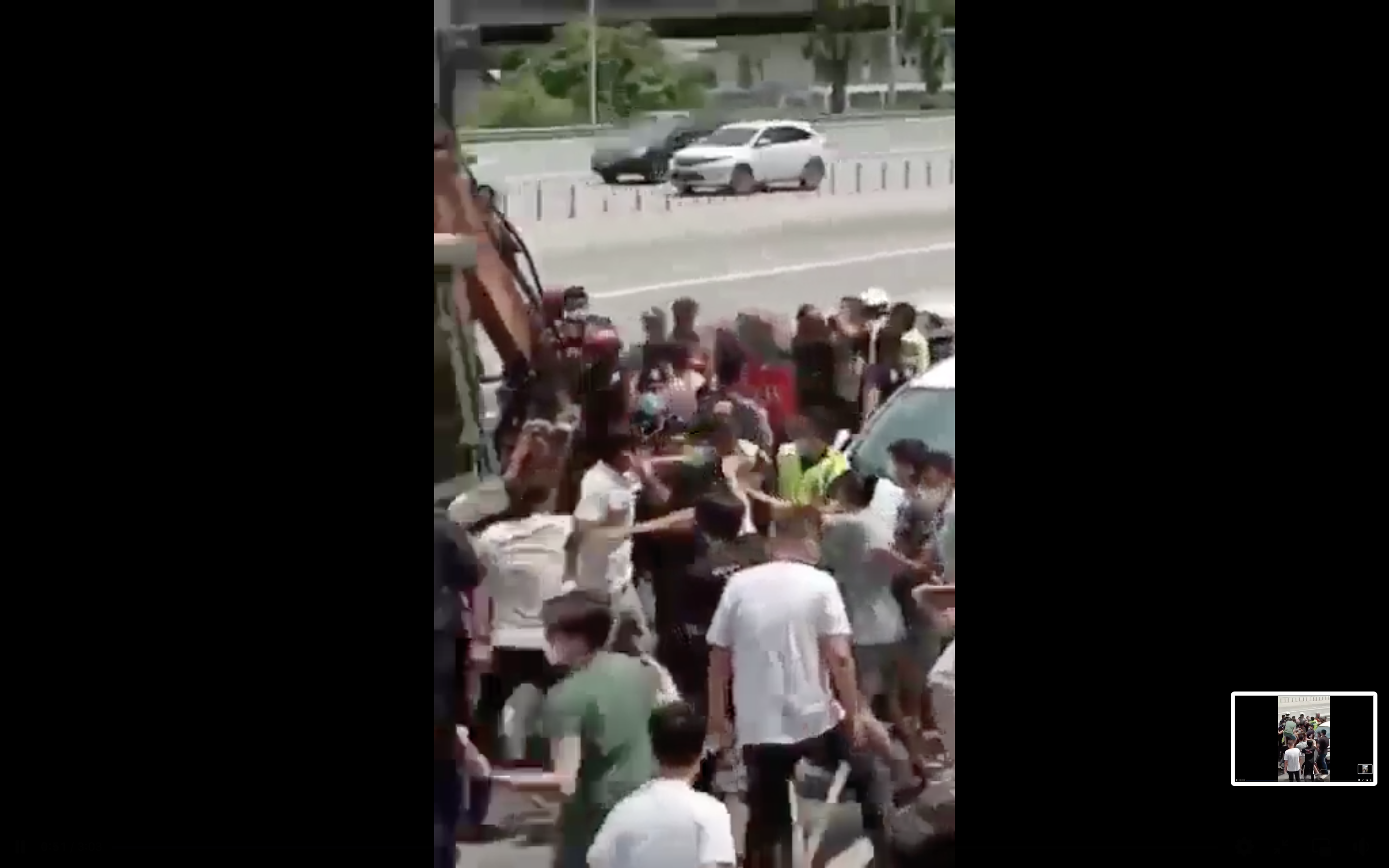 Huge fight erupts over temple demolition at salak south, leading to 2 injuries and 2 arrests