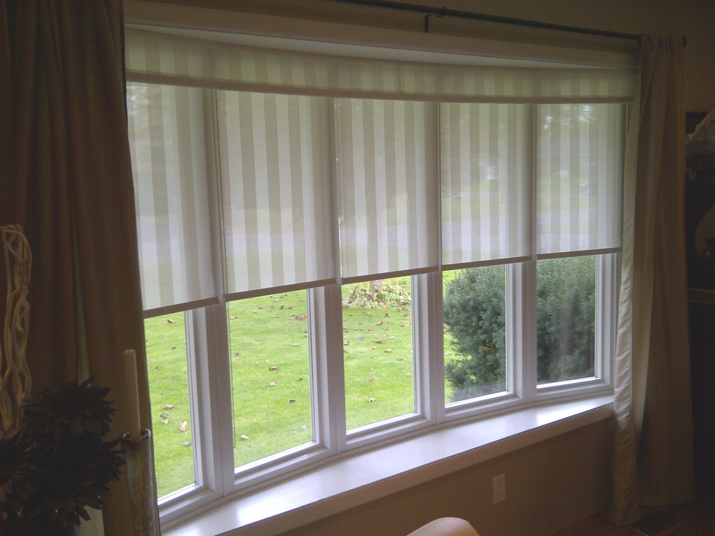 Bay Window Blinds And Curtains   Curtain Ideas intended for Windows With Blinds Inside