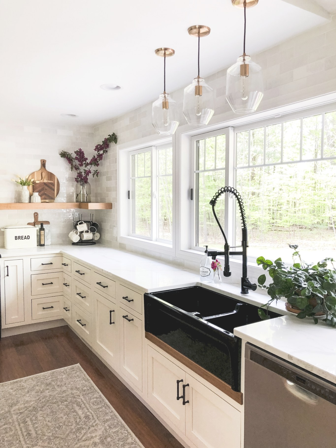 Designing A Modern Farmhouse Kitchen With A Black inside Small Modern Farmhouse Kitchen