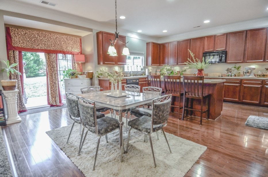 #Makeovermonday / A Home Tour Of Our Kitchen – Before for Sherwin Williams Oyster Bay