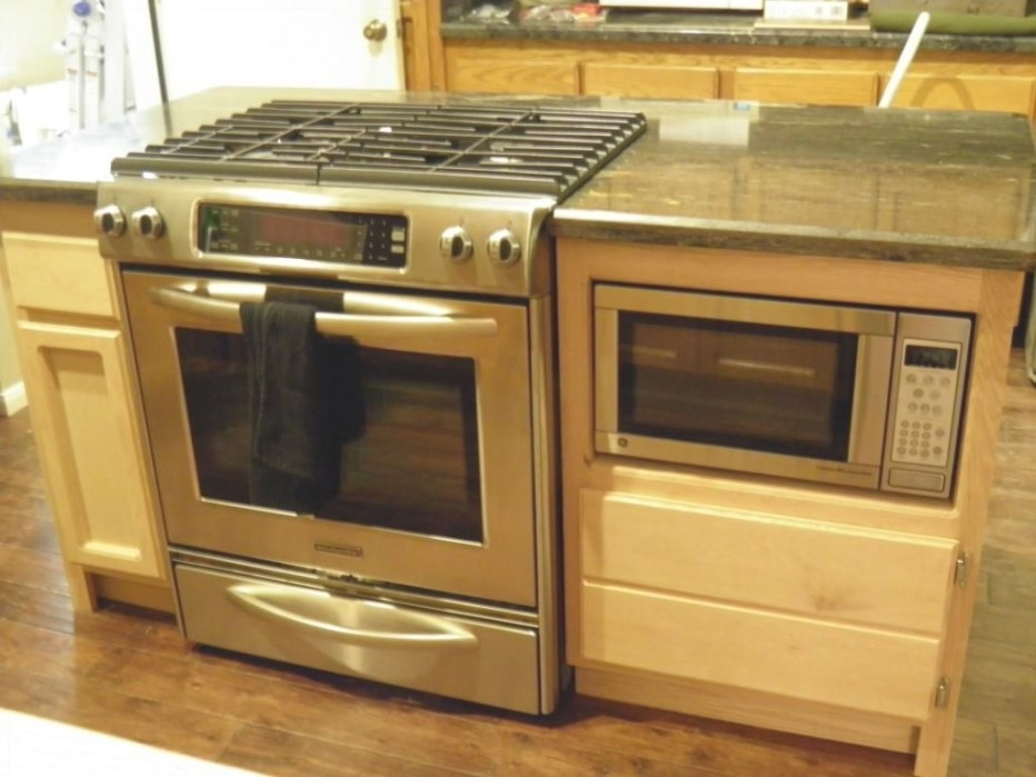 """Oven And Cooktop In Island 