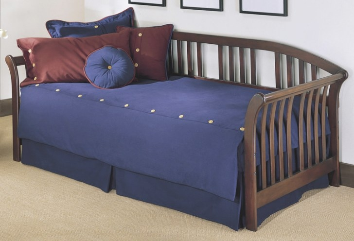 Salem Sleigh Arms Wood Daybed With Link Spring And Pop-Up in Daybed With Pop Up Trundle