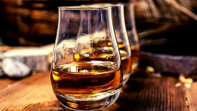 Different whiskey flavor on glasses
