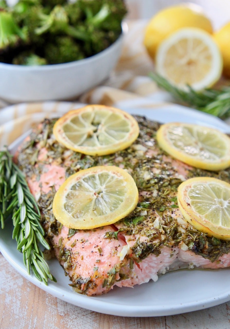 Baked herb salmon with lemon slices on top