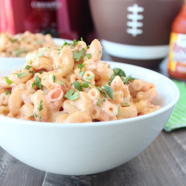 macaroni and cheese in white bowl