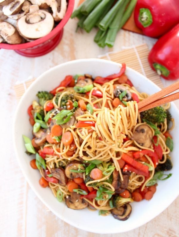 Vegetables and Noodles with General Tso Sauce