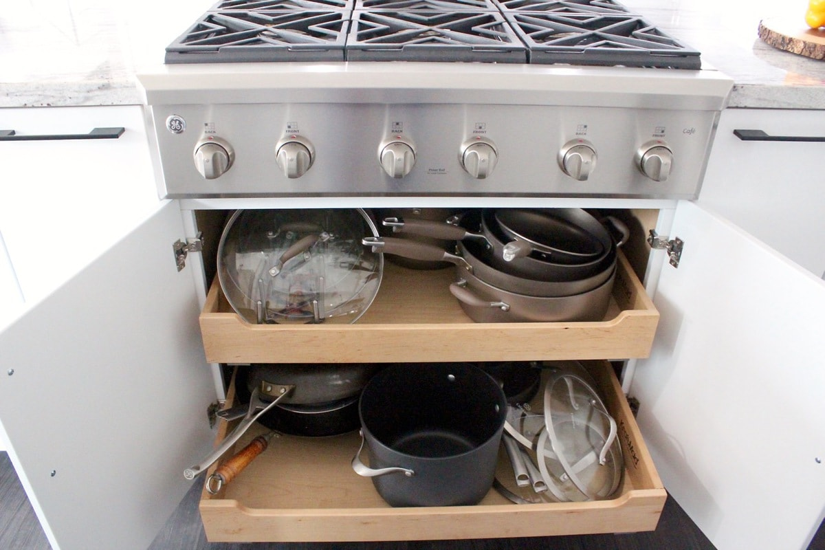 Kitchen cabinet with pull out drawers for pots and pans