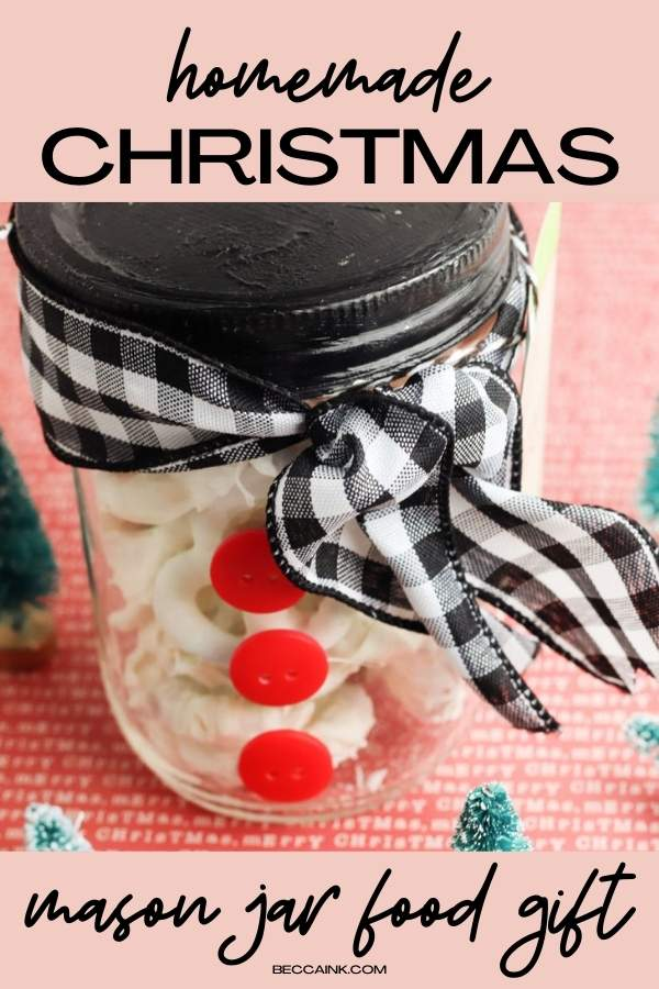 Homemade Christmas food gifts. How to make easy white chocolate covered pretzels to give as homemade mason jar food gifts for Christmas. These easy pretzels covered in white chocolate make wonderful homemade holiday food gifts for friends and family. Learn tips and tricks for melting white chocolate as well as ideas for winter themed packaging your homemade holiday food gifts in mason jars with my easy mason jar snowman craft project. An easy holiday gift idea for inexpensive Christmas gifts.