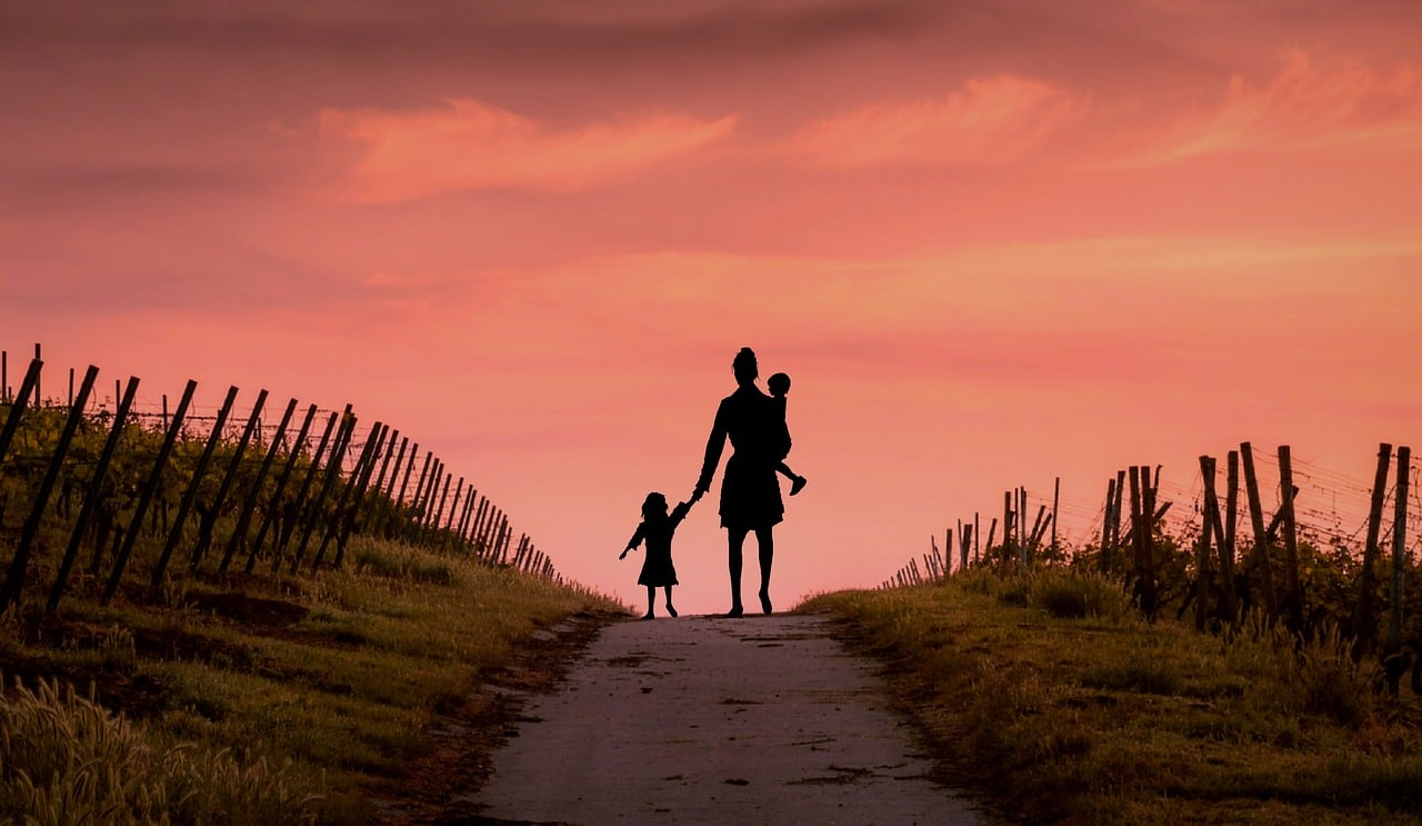 Silhouette-Of-Mother-With-Children-Pixabay