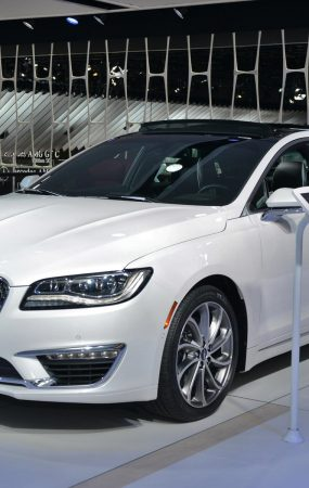 Auto Braking is Standard on 2019 Lincoln MKZ, V6 Becomes Exclusive