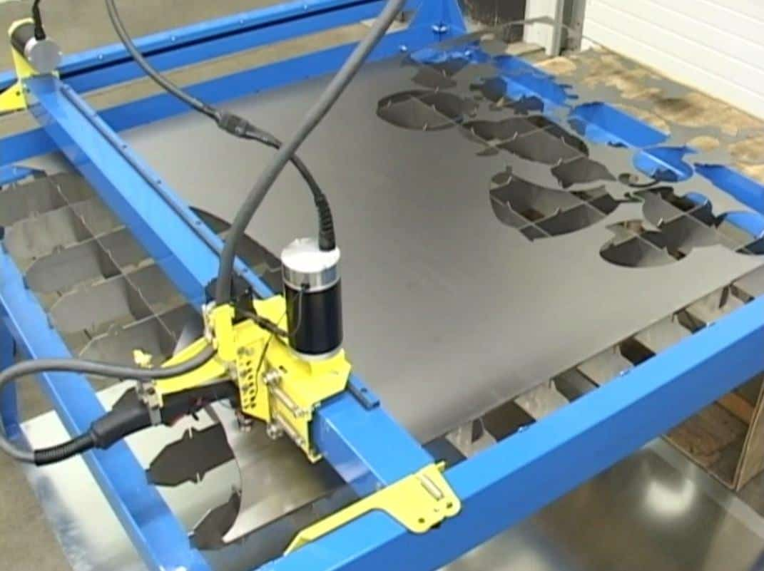 CNC Plasma Cutters automatic nesting software cutting in action_2