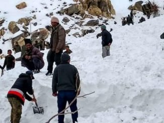Kinnaur- Heavy snowfall hampers rescue operations to save 5 army jawans trapped under avalanche