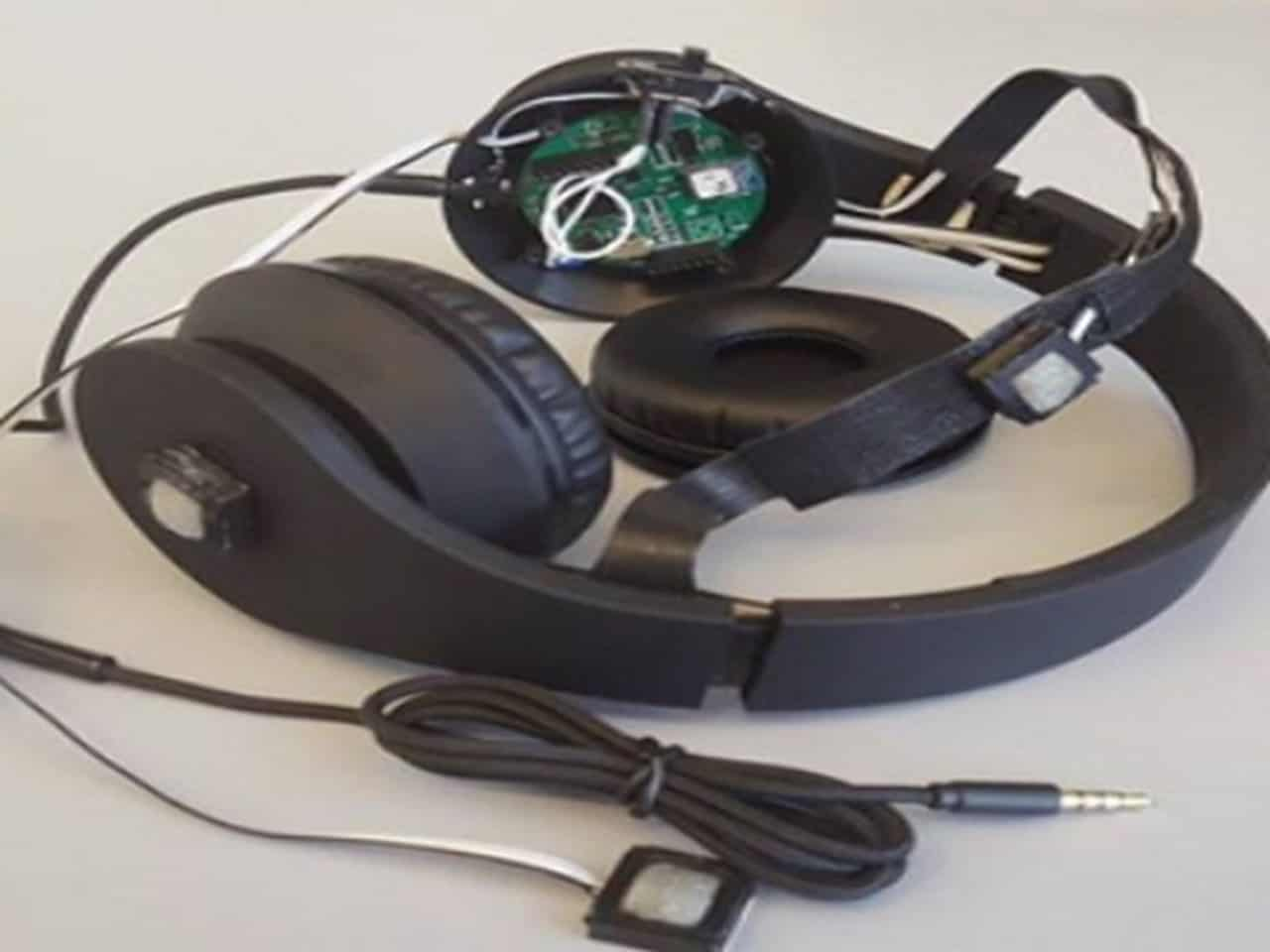 Smart headphones to save pedestrians from getting run over by vehicles