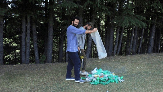 Pulwama youth expresses love for hills through a cleanliness drive