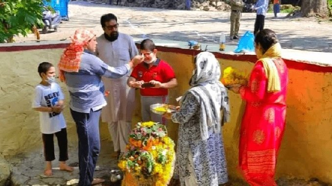 Traditional worship ends with brotherhood in J&K's Pulwama - Kashmir News Digpu