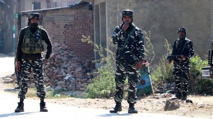 Kashmir News - Gunfight in southern Kashmir leaves three Hizb militants dead