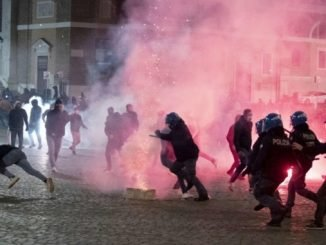 Twelve protesters detained during clashes with police in Rome