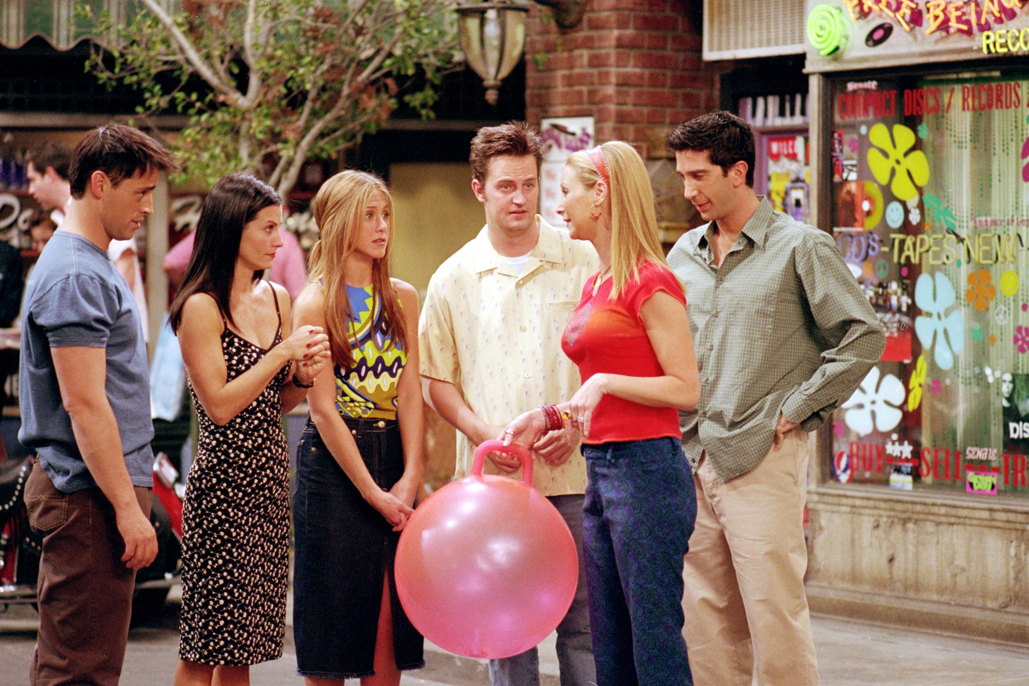 90's Top TV show 'Friends' would continue to air on Nick at Nite
