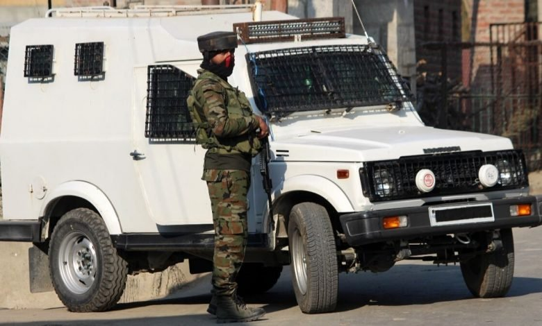 Encounter - Two local militants surrender after being trapped in Pulwama - Digpu News