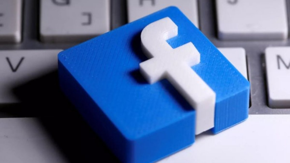 Facebook users forced to log out unexpectedly due to 'configuration change'