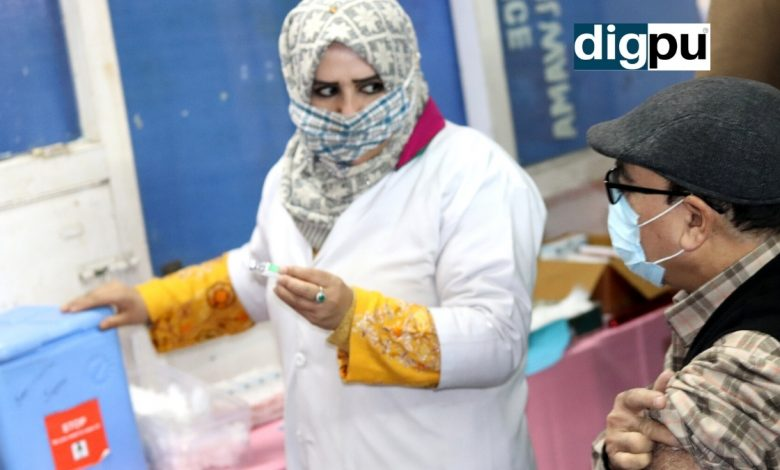 In first phase, health workers administered COVID-19 vaccine in J&K - Digpu News