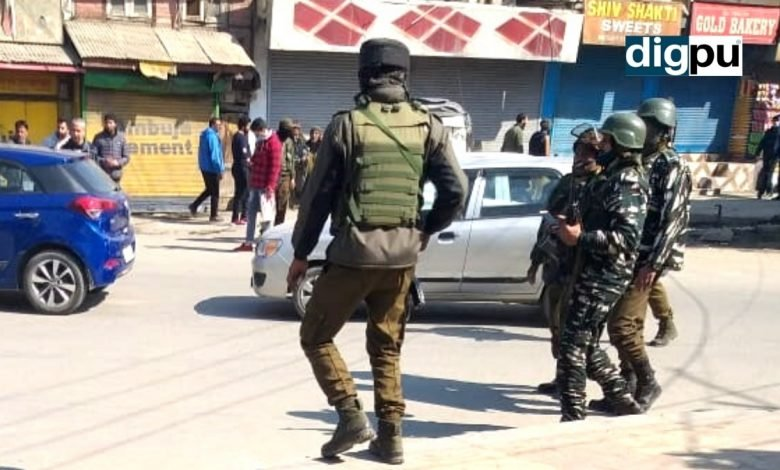 Two policemen killed in militant attack in Srinagar - Digpu News