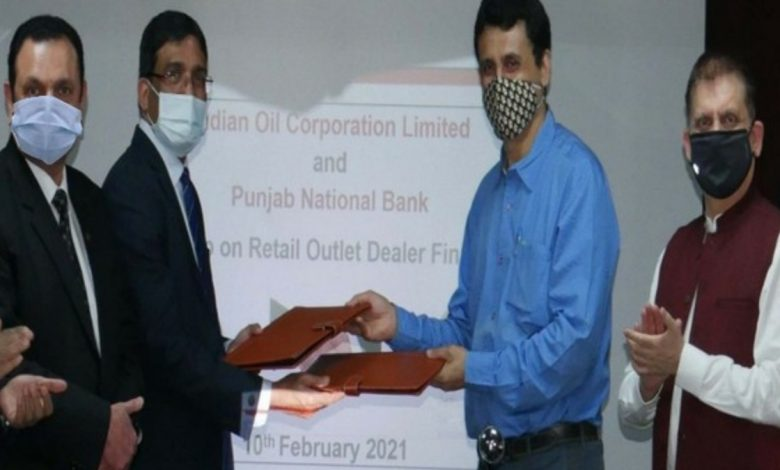 PNB signs MoU with IndianOil for e-dealer financing