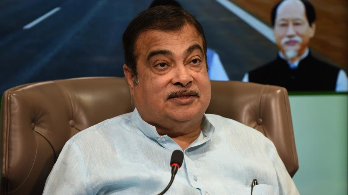 Nitin Gadkari pitches for e-vehicles, alternative fuels - Digpu